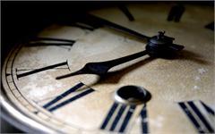 Ngày mai thời gian bị kéo lùi một giây
